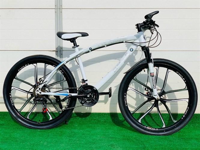 Велосипед BMW на дисках белый